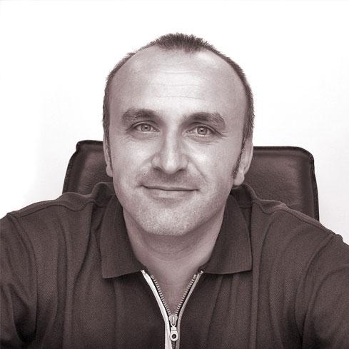 <strong>Vladimir Kusicki</strong>