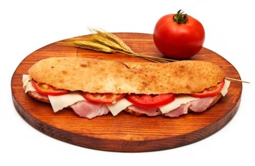 Veliki-pizza-sendvic-sa-suvim-vratom-